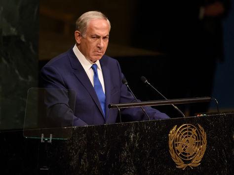 Benjamin Netanyahu, primer ministro del Estado de Israel, hace una pausa en silencio mientras se dirige a la 70a sesión de la Asamblea General de las Naciones Unidas. Foto: AFP