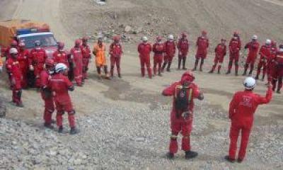 Nuevo contingente de bomberos y lugareños partió para rescatar a geólogos desaparecidos