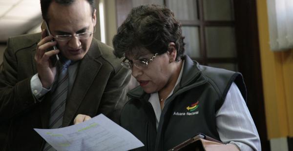 La presidenta de la Aduana mostró como se usaron avales de comunidades campesinas que beneficiaron a presuntos contrabandistas de arroz