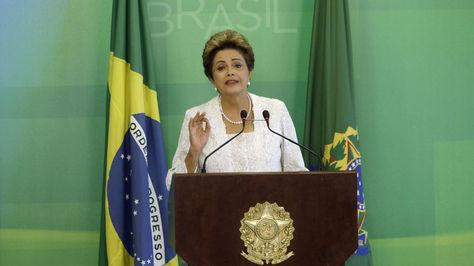 Rousseff reduce su gabinete y refuerza presencia del Partido del Movimiento Democrático Brasileño (PMDB), hoy, viernes 2 de octubre de 2015, en el Palacio del Planalto en Brasilia (Brasil). Foto: EFE