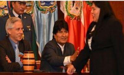 Fiscal convoca a diputada Piérola a declarar porque no saludó a Evo