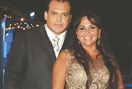 Los padres de la cumpleañera El Apóstol Marcelo Salas y su esposa, Carmen de Salas, orgullosos de su pequeña mujer