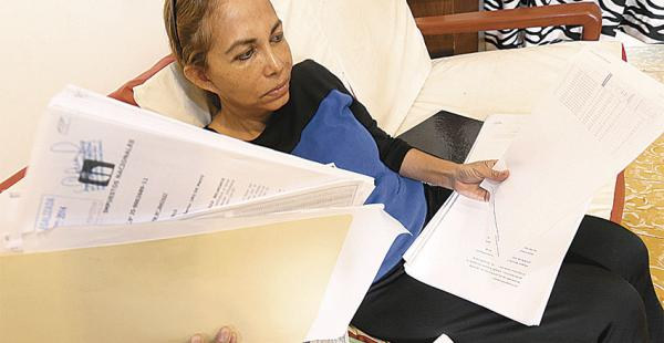 Mirtha Espinoza espera que el fisco revise su posición y desista de querer cobrarle una deuda que no la generó. Considera que el Estado abusa
