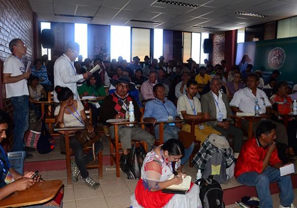 Debate de conclusiones en una de las mesas de trabajo, ayer. - Diego Cartagena Periodista Invitado