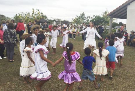 Los juegos y los bailes de Santa Rita fueron su diversión