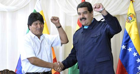 Los presidentes Evo Morales y Nicolás Maduro reunidos esta mañana. Foto: ABI