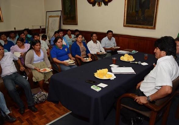 El presidente Evo Morales reunido anoche con autoridades del trópico y dirigentes de las Seis Federaciones. - Gobernación de Cbba Periodista Invitado