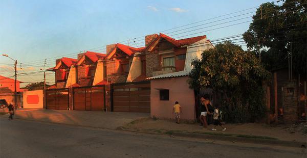 un mundo de contrastes todavía son pocas las calles con pavimento en este distrito