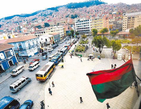 Aniversario. Vista de la plaza Alonso de Mendoza, que estrenó      una vía peatonal.