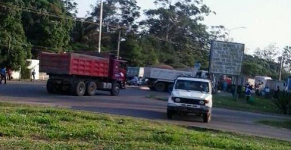 Este miércoles, los transportistas tomaron la decisión de bloquear la ruta antigua a Cochabamba