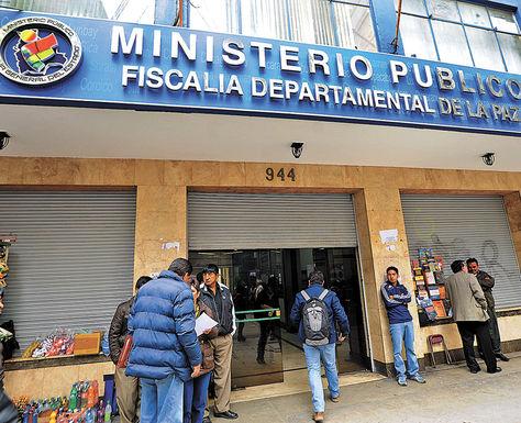 Pesquisa. El ingreso a la Fiscalía Departamental de La Paz, donde se investiga denuncias contra policías.
