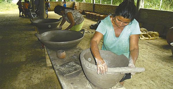 Las mujeres alfareras tuvieron bastante trabajo y quedaron contentas de mostrar sus habilidades
