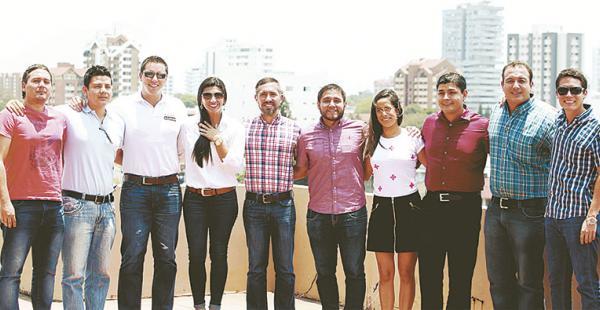 Este grupo de soñadores afiliados a Juventud Empresas se declara apasionado por lo que hace e invita a jóvenes de colegios y universidades de Santa Cruz a seguir sus ejemplos