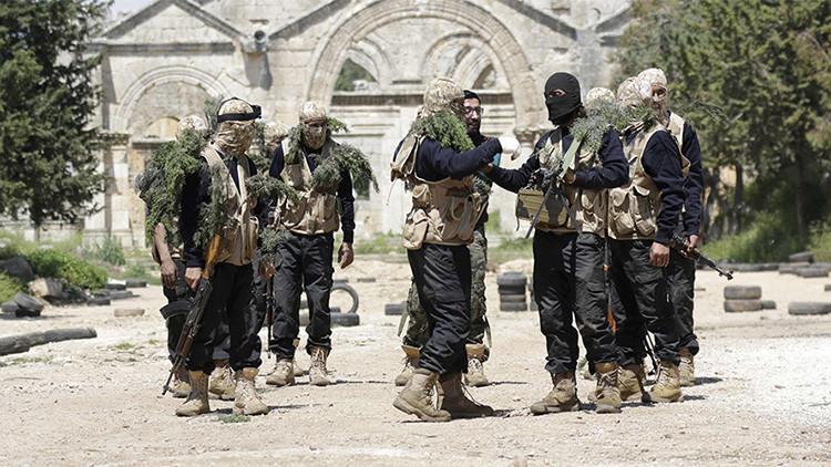 Combatientes rebeldes de 'Primer Regimiento', parte del Ejército Libre Sirio