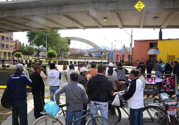 Reunión de vecinos de las OTB 6 de Agosto y Kanata, ayer. - Carlos  López Gamboa Los Tiempos