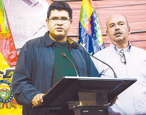 Conferencia. El secretario de Demócratas, Vladimir Peña, y el senador de UD Arturo Murillo, ayer.