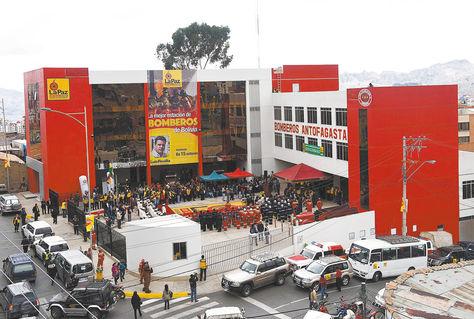 Terminado. Una vista panorámica del cuartel de Bomberos Antofagasta, ubicado en la calle Sucre esquina Uchumayu, que fue inaugurado ayer.