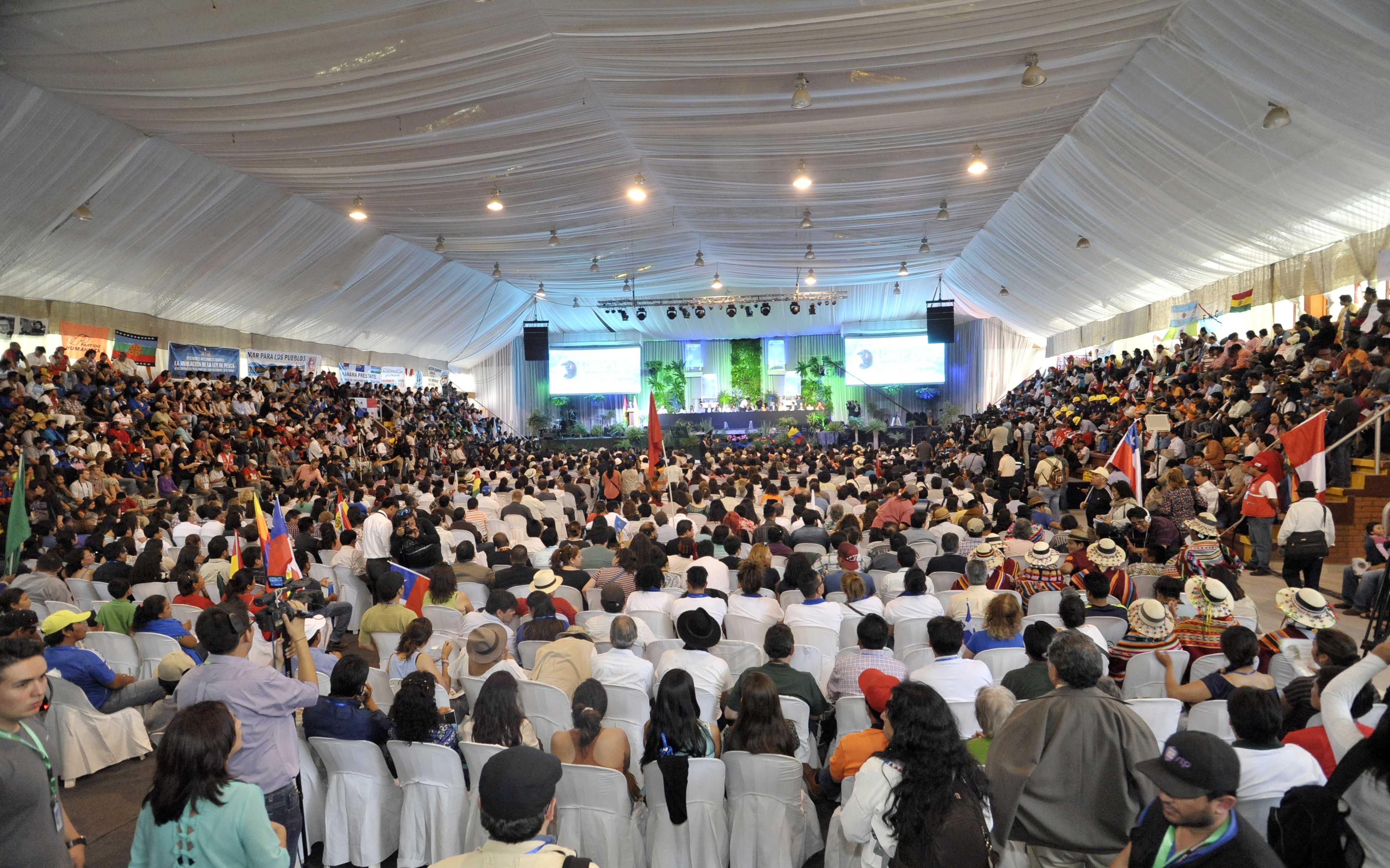 10 octubre 2015, Tiquipaya, Cochabamba, Bolivia.- El presidente Evo Morales, junto al Ministro de relaciones exteriores, Laurent Fabius y autoridades internacionales, inauguran la II Conferencia Mundial de los Pueblos sobre Cambio Climatico y Defensa de la Madre Tierra. (Fotos: Freddy Zarco)