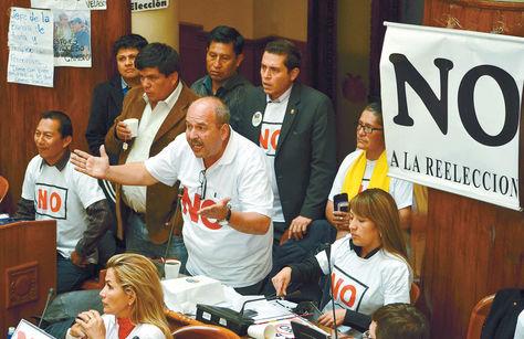 Opositores rechazan repostulación. Foto: archivo La Razón