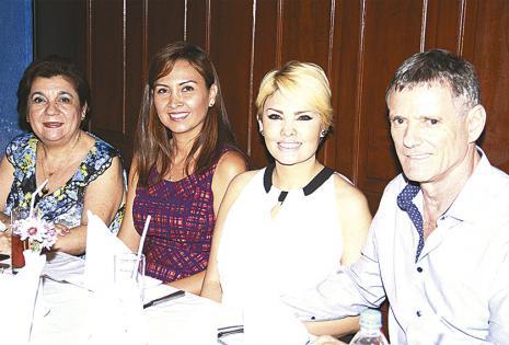 Mirtha Landívar de Sandóval, Ana Patricia Zabala, Brenda Ascarrunz  y Pierre Galipon