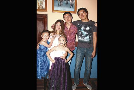 José Castedo, Ulises Rodríguez, Michelle Castedo, Mayté y Anahí Barbery