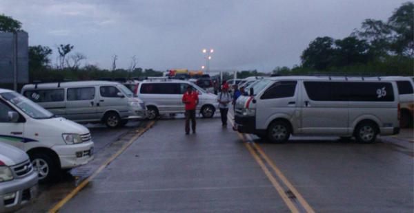 La ruta que conecta a Santa Cruz con Puerto Suárez está bloqueada por un grupo de transportistas