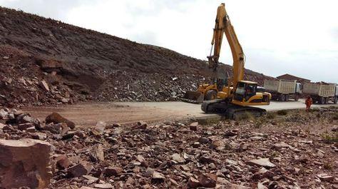 La ABC anuncia el cierre del tráfico vehicular el la vía Oruro-Cochabamba para efectuar trabajos de voladura en roca en el kilómetro 26.  Foto. ABC