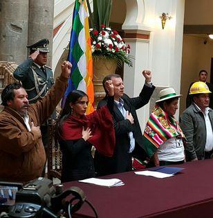 Acto de promulgación de la ley de convocatoria al referéndum de reforma constitucional para la repostulación