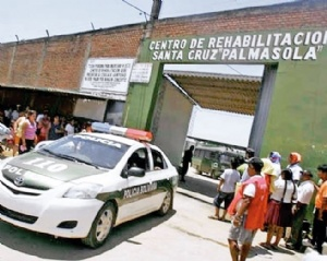 Cae gobernador de Palmasola por una fiesta para Óscar Nina