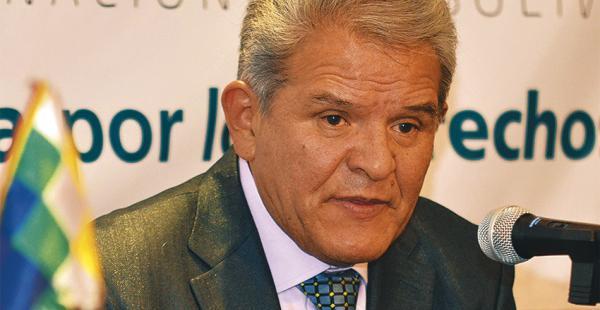 El defensor del Pueblo, Rolando Villena, cuestionó la falta de apoyo económico del Ejecutivo