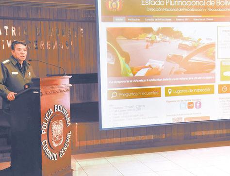 Posición. El comandante de la Policía, general Édgar Téllez, durante la conferencia de prensa de ayer.