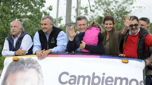 El candidato presidencial de Cambiemos Mauricio Macri junto al gobernador electo Gerardo Morales en San Salvador de Jujuy. (Prensa Cambiemos)