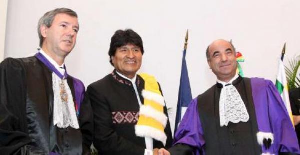 Evo Morales también fue distinguido como Doctor Honoris Causa de la Universidad de Pau, al suroeste de Francia