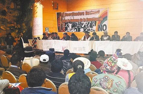 Encuentro. En Oruro, la reunión para coordinar campaña por el No, de disidentes y personalidades.