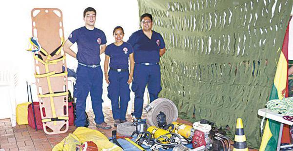 Miembros del COED con equipos para enfrentar emergencias