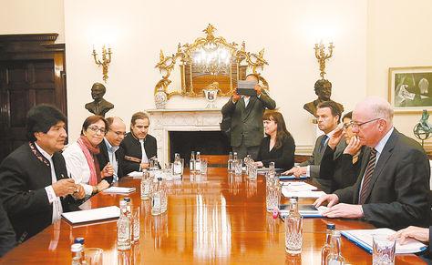 Irlanda. Evo se reúne con el titular de Relaciones Exteriores y Comercio de Irlanda, Charlie Flanagan.