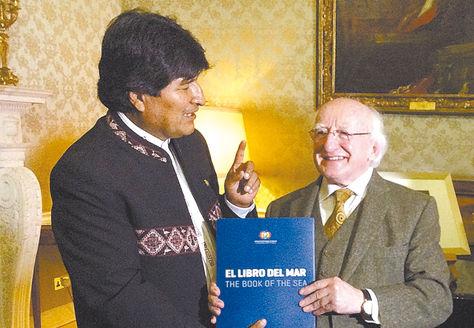 Irlanda. El Presidente entregó 'El Libro del Mar' a su par Michael D. Higgins.