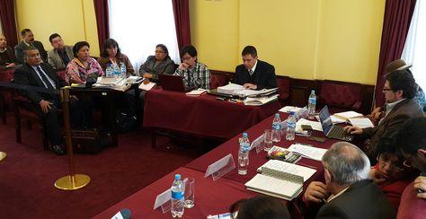 En audiencia, las vocales del TED Elizabeth Quispe, Norma Espinoza y Zenaida Navarro. Foto. La Razón