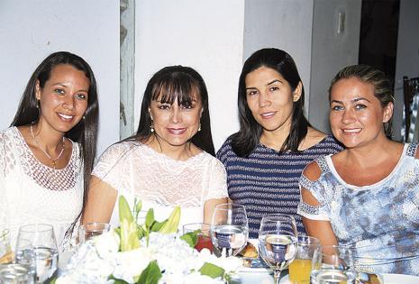 Giovanna  De la Jaille, Geraldine Serrate, Paola Toledo y Ángela Villarroel