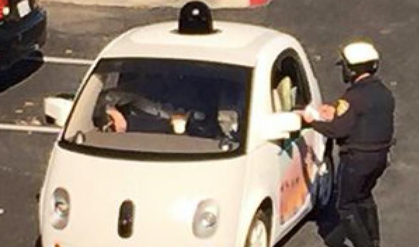 coche de google Multan a un coche de Google por conducir lento