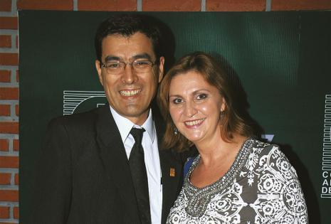 Percy Vargas estuvo acompañado de Sarah Masanés. Recibió feliz su distinción