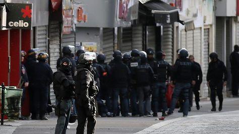 Soldados y policías participan en una operación en Saint Denis cerca de París (Francia) hoy, 18 de noviembre de 2015.Foto:EFE