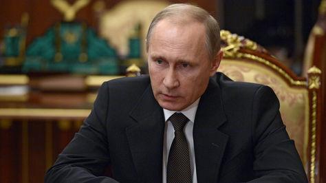 El presidente ruso Vladímir Putin, anunció hoy que Rusia intensificará sus bombardeos en Siria contra el Estado Islámico tras conocerse que el siniestro del Airbus ruso en Egipto se debió a un atentado terrorista. Foto: EFE