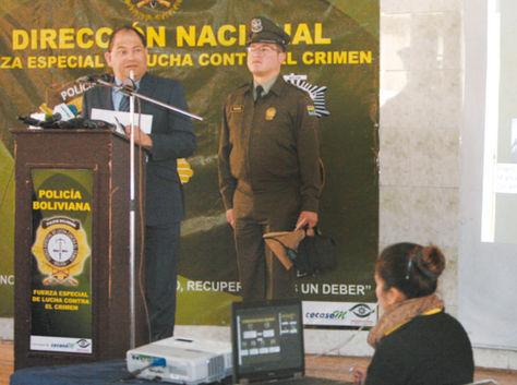 La Paz. El ministro Carlos Romero en una conferencia de prensa.