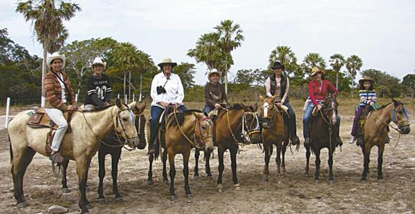 Acompañados por pobladores A través de paseos en caballo se tiene otra vista de la riqueza natural de cada zona visitada