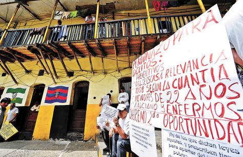 Movilización. Privados de libertad del penal de San Pedro, La Paz, en protesta contra el hacinamiento carcelario. Foto: Archivo