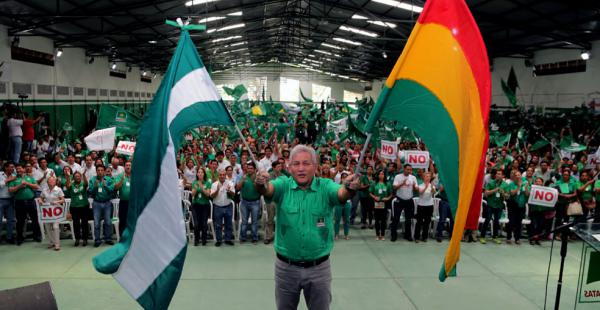 El gobernador Rubén Costas fue aclamado como candidato a presidente por los militantes de MDS durante el congreso departamental