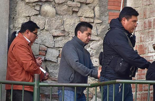 Los exjueces Marcelo Barrientos, Humberto Vizcarra y la secretaria Paola Ali, son enviados a la cárcel por el caso del video de coima -   Anf Agencia