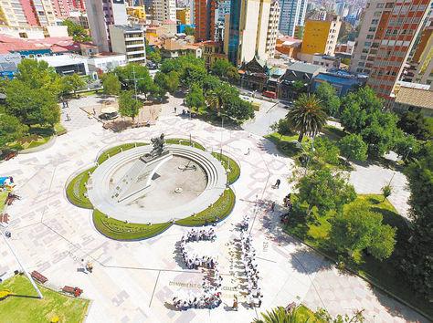 Proselitismo. Partidarios de la repostulación forman el Sí en la plaza Abaroa, La Paz, el sábado. Foto: ministerio de Gobierno