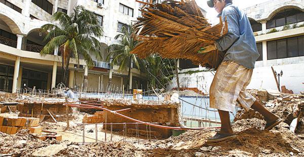 Albañiles apuran los trabajos de remodelación                 en el nuevo Senses Hotel Boutique Centro